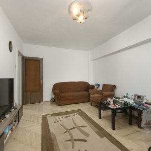 Apart 3 camere Calea Mosilor intersectie Eminescu stradal