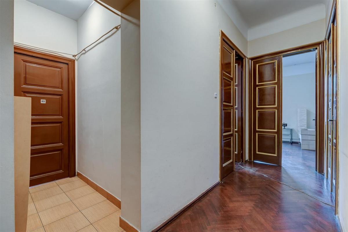 Apartament de 5 camere si o mansarda generoasa Calea Calarasilor!