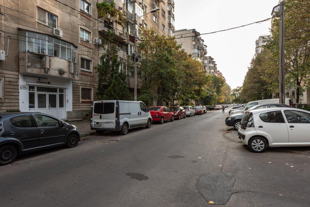 Apartament de 4 camere, loc de parcare inchiriat, Theodor Sperantia!