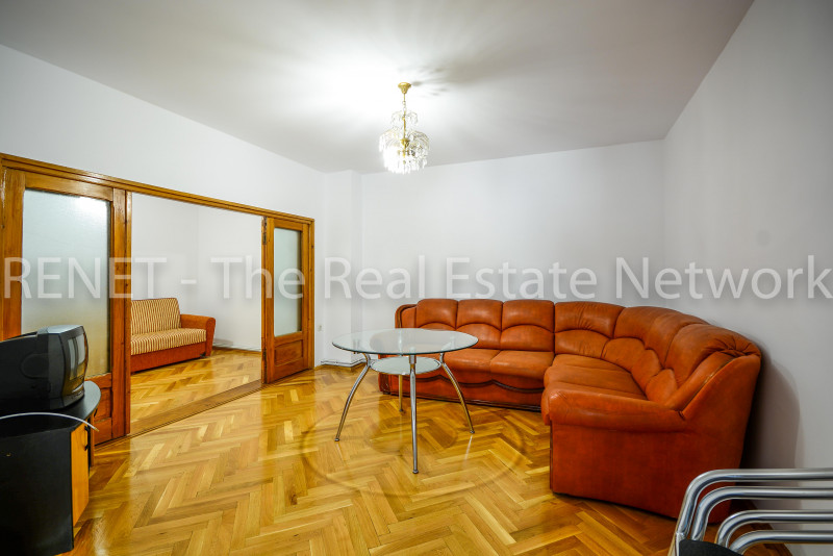 Bucurestii Noi, Chitila, Apartament 3  cam la curte, + terasa 60mp