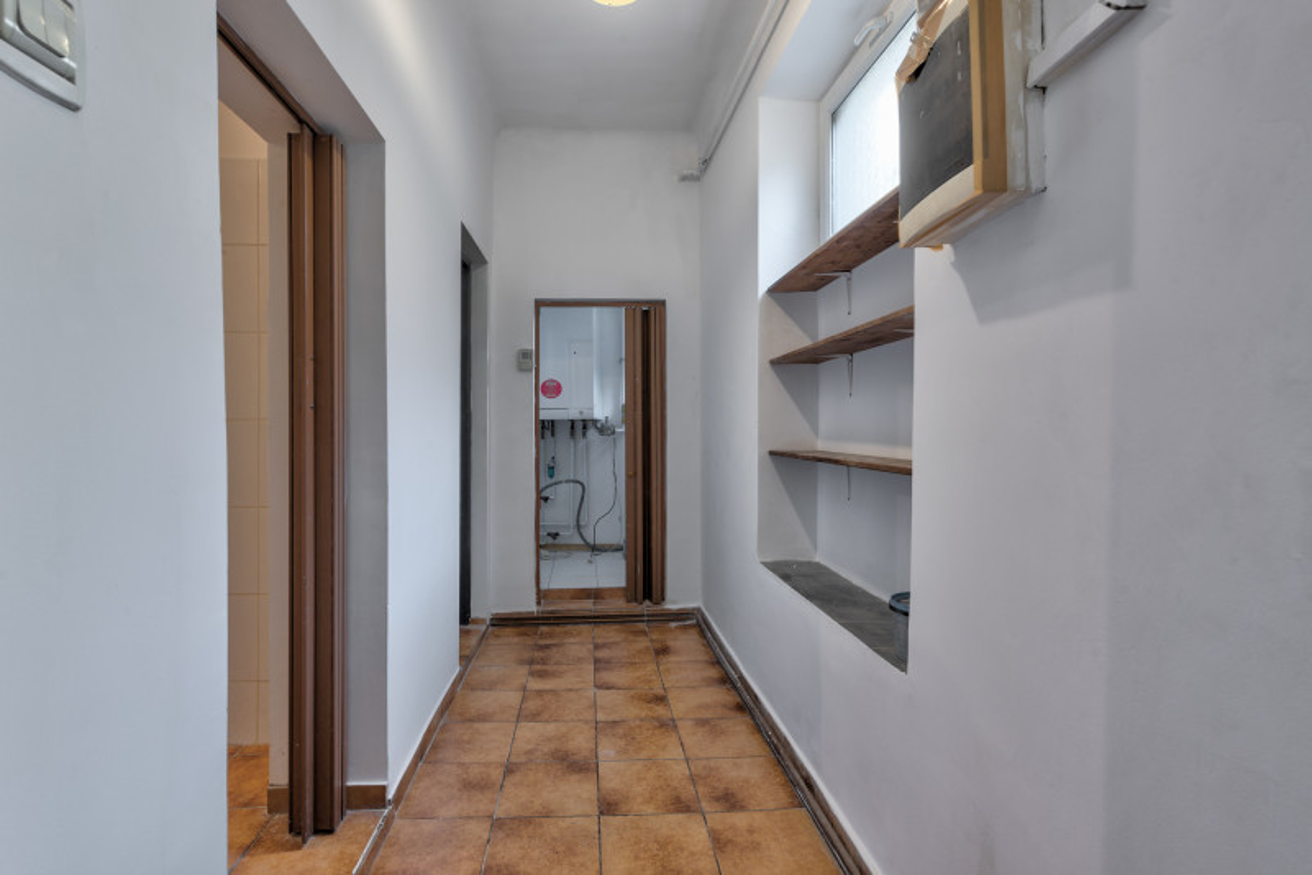 Apartament spatios de 4 camere, etaj 3/P+3+pod, Magheru - Ion Campineanu!